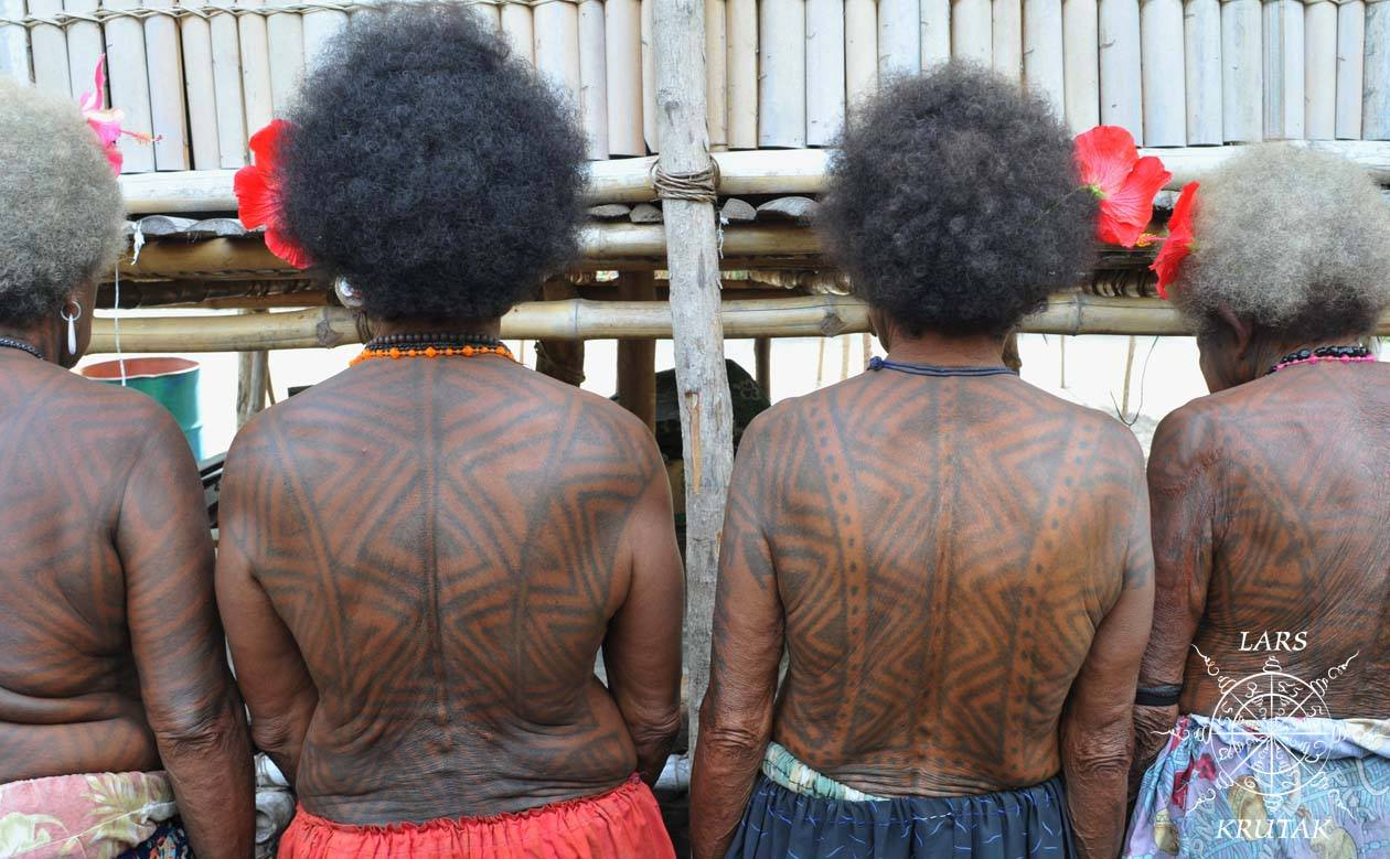 Tribal Body Art And Masks Of Png